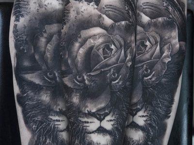 black and grey tattoo, realism tattoo, surrealism tattoo , smooth shading tattoo, lion and roses realistic tattoo, lion tattoo, ilustrativ brush strokes lion, dark shading tattooed lion