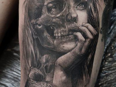 Black and grey tattoo, best black and grey tattoo, smooth shading tattoo, portrait illustrative tattoo, woman portrait tattoo, surrealism tattoo, thigh tattoo, leg sleeve tattoo, skull tattoo, dark art tattoo, love and hate tattoo